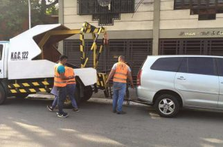 """MMDA suspends towing company fleet after """"anomalous transaction"""" with motorist in QC"""