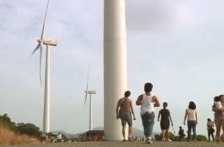 A wind farm draws in hundreds of tourists and provides revenue to a small farming province outside Manila.(photo grabbed from Reuters video)