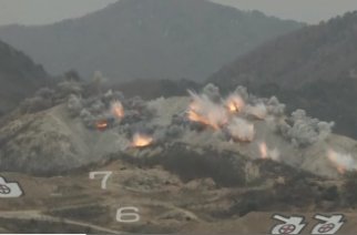 South Korea and the United States hold a large scale live-fire exercise amid mounting tensions on the Korean peninsula. Photo grabbed from Reuters video file.