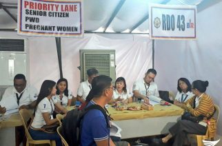 BIR officers attend to Filipinos trying to beat the tax payment deadline today, Monday, April 17, 2017.  (Photo by Aily Millo, Eagle News Service)