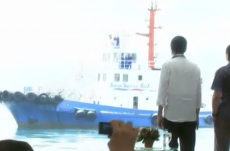 Indonesian President Joko Widodo and counterpart Rodrigo Duterte launch a shipping route between the Philippines and Indonesia to further boost trade between the two countries.  (Photo grabbed from Reuters video)