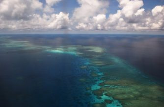 This photo taken on April 21, 2017 shows an aerial shot of part of mischief reef in the disputed Spratly islands on April 21, 2017. Philippine Defence Secretary Delfin Lorenzana flew to a disputed South China Sea island on April 21, brushing off a challenge by the Chinese military while asserting Manila's territorial claim to the strategic region. / AFP PHOTO / TED ALJIBE