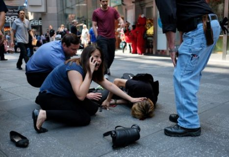 EDITORS NOTE: Graphic content / People attend to an injured man after a car plunged into him in Times Square in New York on May 18, 2017.  A car plowed into a crowd of pedestrians in New York's bustling Times Square, leaving one person dead and at least 12 other injured in what officials said was an accident.  / AFP PHOTO / Jewel SAMAD
