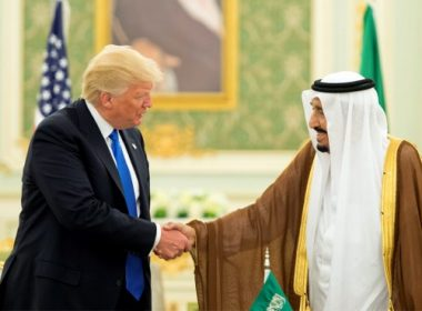 """A handout picture provided by the Saudi Royal Palace on May 20, 2017, shows US President Donald Trump (L) and Saudi Arabia's King Salman bin Abdulaziz al-Saud shaking hands during a signing ceremony at the Saudi Royal Court in Riyadh. / AFP PHOTO / Saudi Royal Palace / BANDAR AL-JALOUD / RESTRICTED TO EDITORIAL USE - MANDATORY CREDIT """"AFP PHOTO / SAUDI ROYAL PALACE / BANDAR AL-JALOUD"""" - NO MARKETING - NO ADVERTISING CAMPAIGNS - DISTRIBUTED AS A SERVICE TO CLIENTS"""