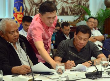 President Rodrigo Duterte signs the report on the Martial Law declaration in Mindanao for submission to Congress on the sidelines of the special Cabinet meeting at the Presidential Guest House in Panacan, Davao City on May 25, 2017.  (Photo courtesy Presidential Communications Office)