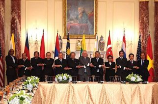 ASEAN Foreign Ministers pose for a photo doing the ASEAN handshake along with US Secretary of State Tillerson in Washington.  (Photo courtesy DFA)
