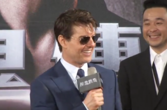 "Action movie star Tom Cruise met with fans in Taiwan during a red carpet event to promote his latest movie ""The Mummy"" on Thursday (May 25), promising fans this won't be the last time for him to visit.(photo grabbed from Reuters video)"