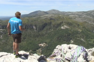 Slackline aficionados and highline pros gathered near the village of Saint-Jeannet nestled in France's south on Sunday (May 21), to watch participants in the fifth edition of the French Riviera Highline Meeting (FRHM) attempt to set a new world record.(photo grabbed from Reuters video)