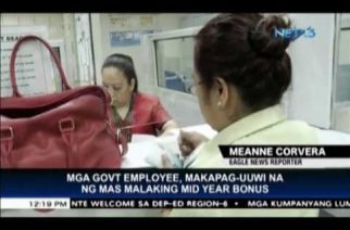 Government employees to bring home larger mid-year bonus