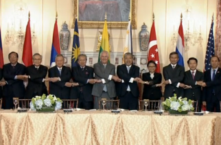 U.S. Secretary of State Rex Tillerson along with ASEAN leaders linking hands in a large conference hall for a photo opportunity.  (Photo grabbed from Reuters video)