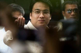 Philippine Senator Ramon Bong Revilla (C) is escorted upon his arrival at the graft court for his arraignment on June 26, 2014. The Philippine senator and former movie star was arrested on June 20, becoming the first politician detained over a massive corruption scandal that has rocked the nation, with two of his colleagues set to follow. AFP PHOTO / NOEL CELIS / AFP PHOTO / NOEL CELIS