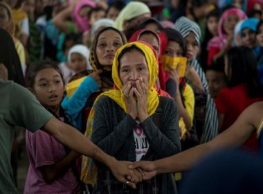 Evacuees queue for relief goods distributed at an covered basketball court used as an evacuation centre in Balo-i, Iligan, on the southern Philippine island of Mindanao on June 8, 2017. Nearly 200 people have been reported killed since militants flying black flags of the Islamic State group went on a rampage in Marawi, the main Muslim city in the predominantly Catholic Philippines, on May 23. / AFP PHOTO / NOEL CELIS
