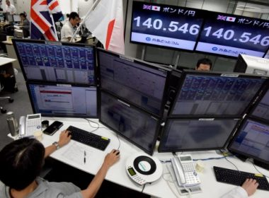 Displays show the current rate of the British pound against the Japanese yen at a foreign money brokerage in Tokyo on June 9, 2017.  The British pound took a hit as a shock exit poll showed Prime Minister Theresa May was poised to win Britain's snap election but lose her parliamentary majority, just as sensitive Brexit talks loom. / AFP PHOTO / Toru YAMANAKA