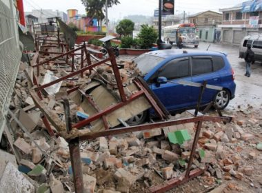 View of damages caused by an earthquake in Quetzaltenango, 220 km from Guatemala City, on June 14, 2017.  A strong 6.9 magnitude earthquake hit western Guatemala early on Wednesday, killing at least two persons and causing power cuts, as well as damage to some buildings, officials said / AFP PHOTO / MISAEL LOPEZ