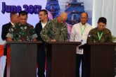"""This handout photograph taken and released by the Indonesian National Armed Forces on June 19, 2017 shows (front L to R) Indonesia's military chief Gatot Nurmantyo, Malaysia's armed forces chief Raja Mohamed Affandi, and Philippines' Chief of staff of the armed forces Eduardo Ano, (back L to R) Indonesia's minister of defence Ryamizard Ryacudu, Malaysia's minister of defence Hishammuddin Hussein, and Philippines' Secretary of National Defense Delfin Lorenzana, signing agreements for the """"trilateral coordinated maritime patrol"""" in Tarakan, North Kalimantan.  Indonesia, Malaysia and the Philippines began joint naval patrols in their region on June 19 as threats from extremist groups increase. The """"trilateral coordinated maritime patrol"""" was launched amid continuing battles between Philippine troops and Islamist gunmen loyal to the Islamic State group, who have seized part of the city of Marawi in the southern Philippine island of Mindanao. / AFP PHOTO / INDONESIAN NATIONAL ARMED FORCES / Handout / RESTRICTED TO EDITORIAL USE - MANDATORY CREDIT """"AFP PHOTO / INDONESIAN NATIONAL ARMED FORCES"""" - NO MARKETING NO ADVERTISING CAMPAIGNS - DISTRIBUTED AS A SERVICE TO CLIENTS"""