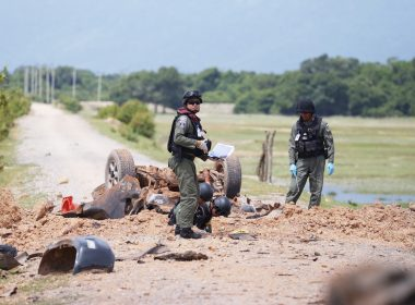 Thai Army forensic workers inspect the site of a roadside bomb that targeted a Thai army patrol in southern Thailand's Pattani province on June 19, 2017. Six Thai soldiers were killed when their patrol vehicle hit a roadside bomb in the insurgency-plagued south on June 19, police said. / AFP PHOTO / TUWAEDANIYA MERINGING