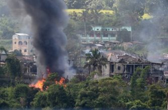 Black smoke billows from burning houses after Philippine Airforce attack planes conducted aerial bombings on Islamist militants' positions in Marawi on the southern island of Mindanao on June 26, 2017. Hundreds of militants, flying the flag of the Islamic State group and backed by foreign fighters, seized swathes of Marawi in the southern region of Mindanao last month, sparking bloody street battles and raising regional concern. / AFP PHOTO / Ted ALJIBE
