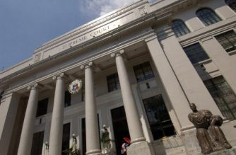 "In this photo taken 25 October 2006 shows the Philippine Supreme Court building in Manila. The High Court issued its decision against the ""People Initiative""  25 October 2006 a move to change the Philippine presidential system to a uniccameral parliamentary government.  The 15 supreme court judges voted 8-7 against the ""People Initiative,"" to amend the 1987 constitution, dealing a blow to President Gloria Arroyo's economic agenda.   AFP PHOTO    ROMEO GACAD / AFP PHOTO / ROMEO GACAD"