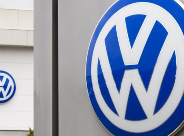 """(FILES) This file photo taken on September 29, 2015 shows the logo of German car maker Volkswagen at a dealership in Woodbridge, Virginia  Volkswagen must pay an additional $154 million to California to settle state environmental charges in the latest penalty in the scandal over its use of emissions """"defeat devices,"""" regulators announced on July 20, 2017. The sum is on top of $533 million VW already paid to California in the so-called dieselgate conspiracy, in  which software allowed cars to pass emissions tests, while still spewing nitrogen oxide far above legal limits.  / AFP PHOTO / PAUL J. RICHARDS"""