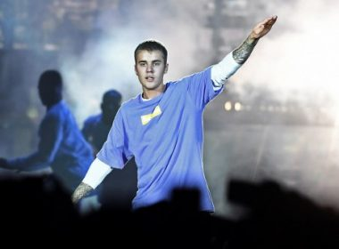 """(FILES) This file photo taken on September 20, 2016 shows Canadian singer Justin Bieber performing on stage at the AccorHotels Arena in Paris. Bieber is not welcome to perform in China because of his """"bad beahviour"""", Beijing authorities have said, after the pop idol angered many Chinese in 2014 by visiting a controversial Japanese war shrine. / AFP PHOTO / CHRISTOPHE ARCHAMBAULT"""