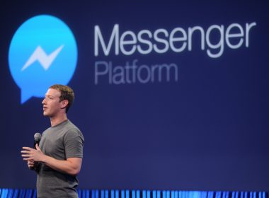 Facebook CEO Mark Zuckerberg introduces a new messenger platform at the F8 summit in San Francisco, California, on March 25, 2015. AFP PHOTO/JOSH EDELSON / AFP PHOTO / Josh Edelson