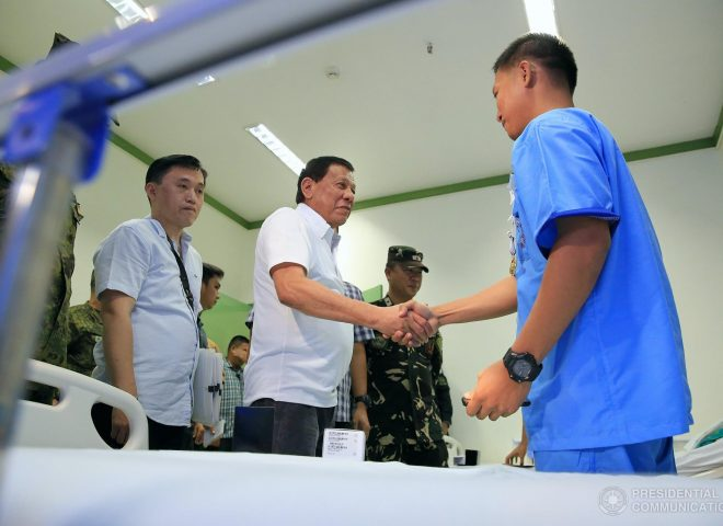 News in Photos: President Duterte awards medals to wounded soldiers in Sulu