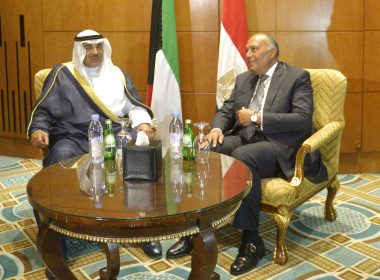 Kuwaiti Foreign Minister, Sheikh Sabah al-Khaled al-Sabah (L) speaks with his Egyptian counterpart Sameh Shoukry during a meeting in the capital Cairo, on July 17, 2017. / AFP PHOTO / KHALED DESOUKI