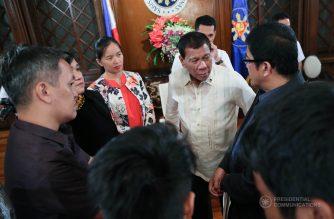 President Rodrigo Roa Duterte speaks with Bayan Muna Representative Carlos Zarate during a meeting with the leaders of the Bagong Alyansang Makabayan at the President's Hall in Malacañan Palace on July 18, 2017. ROBINSON NIÑAL JR./PRESIDENTIAL PHOTO