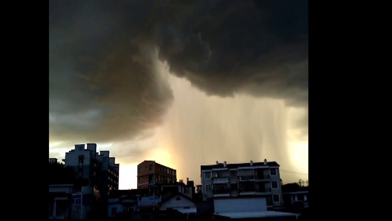 WATCH: Spectacular thunderstorm wows locals in east China