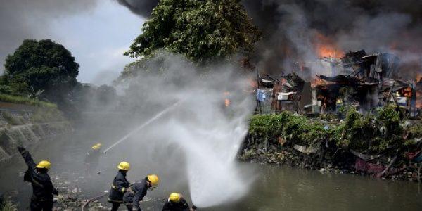 News in photo:   Firefighters battle a blaze in Manila