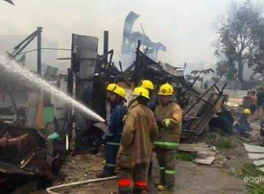 Authorities are still trying to put out the fire that struck Talayan Village, Quezon City./Ian Jasper Ellazar/ Eagle News Service