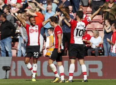 Southampton's English striker Charlie Austin (R) celebrates with Southampton's English midfielder Nathan Redmond (L) scoring the winning penalty during the English Premier League football match between Southampton and West Ham United at St Mary's Stadium in Southampton, southern England on August 19, 2017. / AFP PHOTO / Adrian DENNIS / RESTRICTED TO EDITORIAL USE. No use with unauthorized audio, video, data, fixture lists, club/league logos or 'live' services. Online in-match use limited to 75 images, no video emulation. No use in betting, games or single club/league/player publications.  /