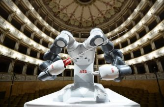 This photograph taken on September 12, 2017, shows robot 'Yumi' during a rehearsal prior to a concert where Yumi will conduct the The Lucca Philharmonic Orchestra at The Teatro Verdi in Pisa. / AFP PHOTO / MIGUEL MEDINA