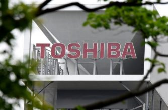 (FILES) This file photo taken on May 15, 2017 shows the logo of troubled conglomerate Toshiba at the headquarters in Tokyo.  Toshiba said on September 20, 2017 it would sell its memory chip business to a group led by US investor Bain Capital, in a deal worth around 18 billion USD and seen as crucial to keeping the Japanese conglomerate afloat. / AFP PHOTO / Toru YAMANAKA
