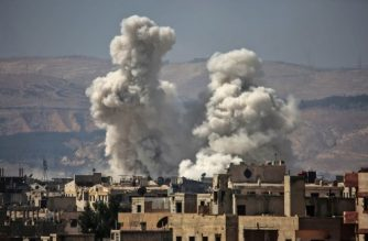 Smoke billows following bombardment on September 29, 2017, rebel-held area of the Jobar district, east of the Syrian capital Damascus. / AFP PHOTO / AMER ALMOHIBANY