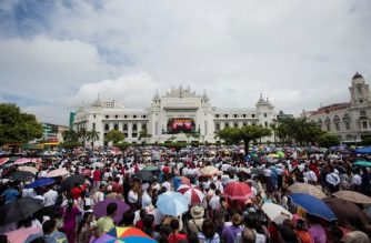 "People gather to listen to the live speech of Myanmar's State Counselor Aung San Suu Kyi in front of City Hall in Yangon on September 19, 2017.  Myanmar leader Aung San Suu Kyi reached out to the global community on September 19 in a broad appeal for support over a refugee crisis the UN has decried as ""ethnic cleansing"", urging outsiders to help her nation unite across religious and ethnic lines and offering a pathway back to the country for some of the Rohingya Muslims forced to flee by army operations. / AFP PHOTO / AUNG Kyaw Htet"