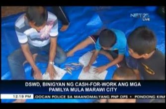 "DSWD gives ""cash-for-work"" to families from Marawi City"