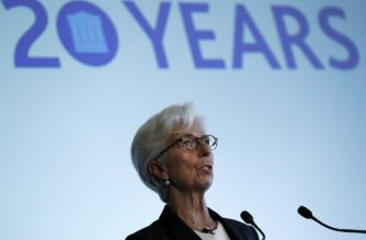 Managing Director of the International Monetary Fund (IMF), Christine Lagarde speaks on the second day of the Bank of England's 'Independence 20 years on' conference, in central London on September 29, 2017. / AFP PHOTO / ADRIAN DENNIS