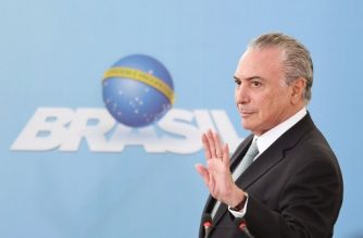 Brazilian President Michel Temer waves, as he attends a ceremony marking the national day of micro and small enterprises at Planalto Palace in Brasilia on October 4, 2017.  / AFP PHOTO / EVARISTO SA