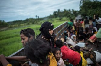 Rohingya Muslim refugees are evacuated in a truck to a refugee camps after crossing the Naf River, in Teknaf, Bangladesh's Ukhia district on October 8, 2017. More than half a million Rohingya refugees have flocked to Bangladesh since an army crackdown began on August 25 in Myanmar's Rakhine state, a process the UN has described as ethnic cleansing. / AFP PHOTO / FRED DUFOUR