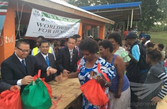 Iglesia Ni Cristo members distribute bags of goods and food for Vanuatu residents who came to the #AidforHumanity event on Sunday, October 29, 2017.  (Eagle News Service)