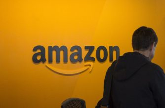 SEATTLE, WA - A visitor checks in at the Amazon corporate headquarters on June 16, 2017 in Seattle, Washington. David Ryder/Getty Images/AFP  David Ryder / GETTY IMAGES NORTH AMERICA / AFP