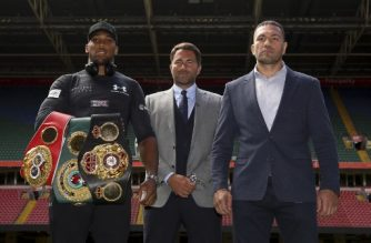 Britain's Anthony Joshua (L), boxing promoter Eddie Hearn (C) and Bulgaria's Kubrat Pulev (R) pose on the pitch at the Principality Stadium in Cardiff on September 11, 2017 during a promotional event for their heavyweight world title boxing match.  Britain's Anthony Joshua will defend his IBO, IBF and WBA world heavyweight titles against Bulgaria's Kubrat Pulev at Cardiff's Principality Stadium on October 28.  / AFP PHOTO / Geoff CADDICK