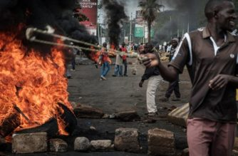 Opposition supporters block streets and burn tires during a protest in Kisumu, Kenya, on October 11, 2017. Supporters of Kenya's opposition leader Raila Odinga took to the streets as poll officials mull their next move after his withdrawal from a presidential election plunged the country into uncharted waters. / AFP PHOTO / YASUYOSHI CHIBA