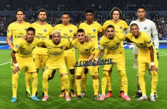 (Top L-R) Paris Saint-Germain's Uruguayan forward Edinson Cavani,  Italian midfielder Thiago Motta,   Brazilian defender Marquinhos,   French defender Presnel Kimpembe,  French midfielder Adrien Rabiot,  French goalkeeper Alphonse Areola, (bottom L-R Brazilian forward Neymar,  Brazilian defender Dani Alves, Italian midfielder Marco Verratti,  French defender Layvin Kurzawa, and  French forward Kylian Mbappe pose before the UEFA Champions League Group B football match between RSC Anderlecht and Paris Saint-Germain (PSG) at the Constant Vanden Stock Stadium in Brussels on October 18, 2017. / AFP PHOTO / Emmanuel DUNAND