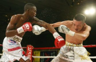 South African Zolani Tete (L) fights with Japan's Teiru Kinoshita during their IBF super-flyweight title match in Kobe on July 18, 2014. South African Zolani Tete won the International Boxing Federation super-flyweight title by beating Teiru Kinoshita of Japan on a 3-0 decision in a battle of southpaws in Kobe.  JAPAN OUT       AFP PHOTO / JIJI PRESS / AFP PHOTO / JIJI PRESS / JIJI PRESS