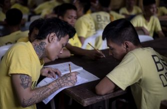Inmates at the Manila City Jail inside the jail chapel participate in the National Accreditation and Equivalency Examinationthe alternative learning system in Manila on November 19, 2017.  Some 900 inmates, mostly drug related cases, participated in the elementary and highschool exams in the drive to be educated. / AFP PHOTO / NOEL CELIS