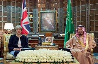 """A handout picture provided by the Saudi Royal Palace on November 29, 2017, shows Saudi King Salman bin Abdulaziz (R) meeting with British Prime Minister Theresa May in Riyadh. / AFP PHOTO / Saudi Royal Palace / BANDAR AL-JALOUD / RESTRICTED TO EDITORIAL USE - MANDATORY CREDIT """"AFP PHOTO / SAUDI ROYAL PALACE / BANDAR AL-JALOUD"""" - NO MARKETING - NO ADVERTISING CAMPAIGNS - DISTRIBUTED AS A SERVICE TO CLIENTS"""