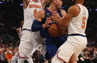 NEW YORK, NY - NOVEMBER 20: Blake Griffin #32 of the Los Angeles Clippers tries to keep the ball as Kristaps Porzingis #6 and Courtney Lee #5 of the New York Knicks defend at Madison Square Garden on November 20, 2017 in New York City. NOTE TO USER: User expressly acknowledges and agrees that, by downloading and or using this Photograph, user is consenting to the terms and conditions of the Getty Images License Agreement   Elsa/Getty Images/AFP