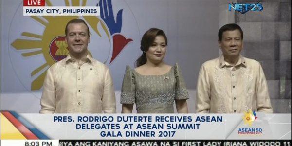 Pres. Duterte receives ASEAN delegates during Summit gala dinner